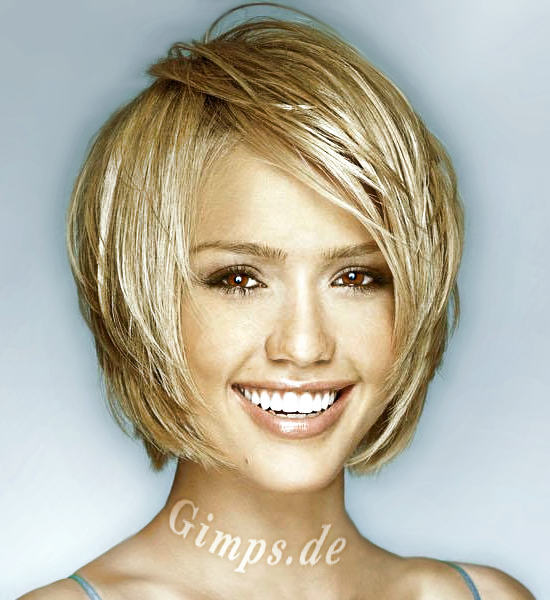 Hairstyle For Petite Women. Jessica Alba Styles for Short